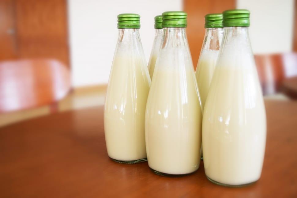 botellas de leche medio ambiente