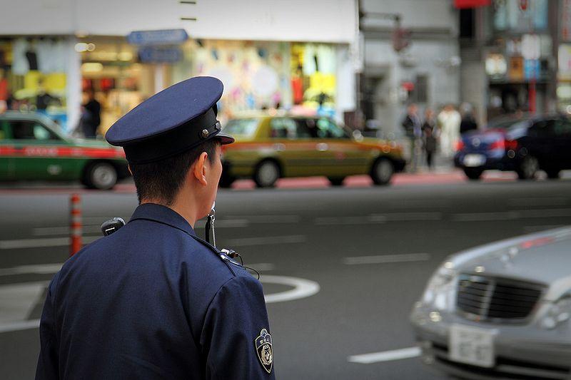 policia en tokio japon país seguro