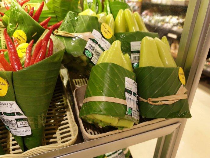 Rimping, un supermercado en Tailandia está usando hojas de plátano para ofrecer sus productos libres de residuos plásticos.